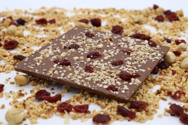 Mliječna čokolada s brusnicama i lješnjacima